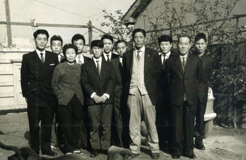 アルミ鋳造、鋳物の三和軽合金製作所集合写真(創業時の大阪)