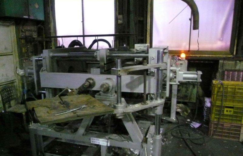傾斜型鋳造機