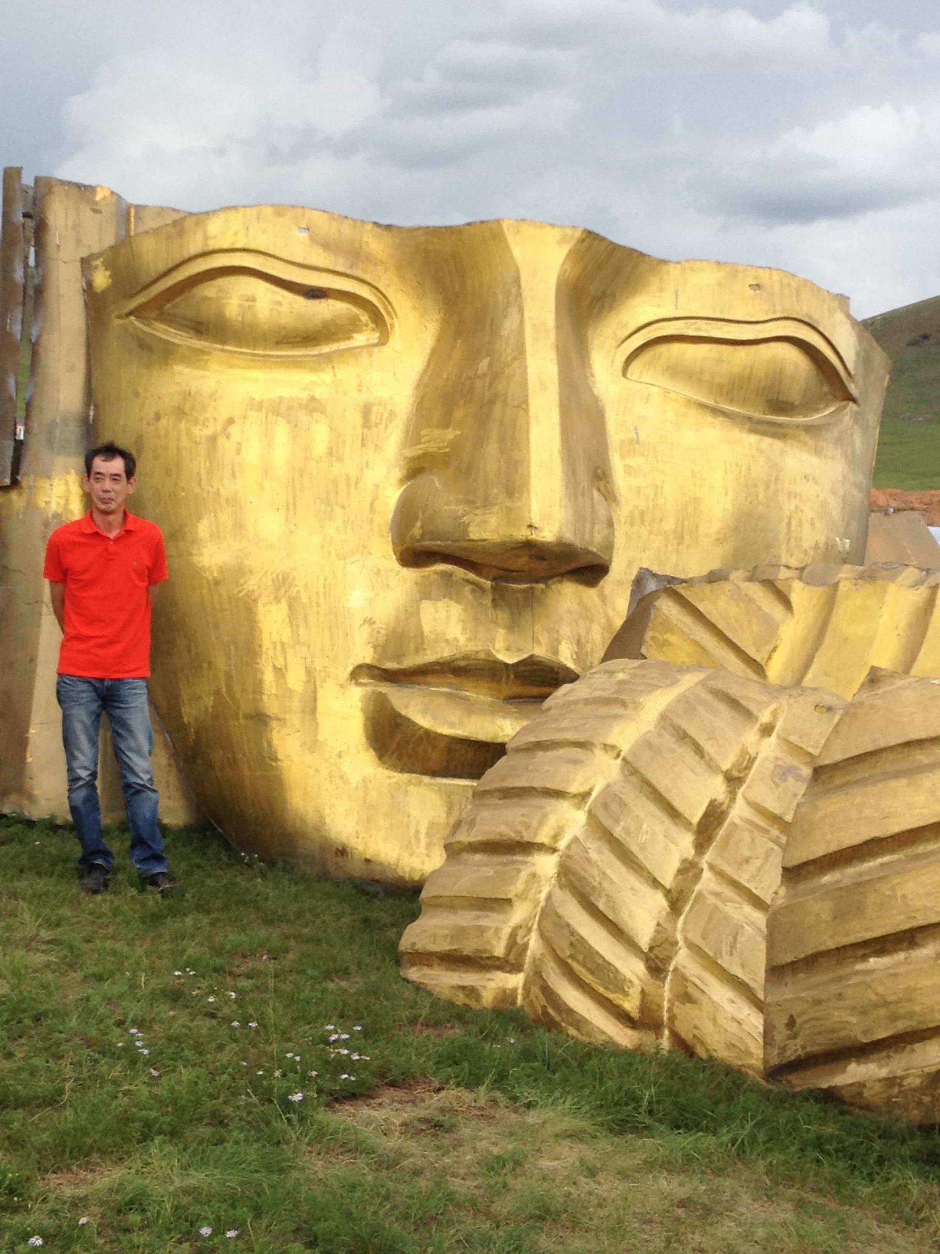 アルミ鋳物の巨大仏像