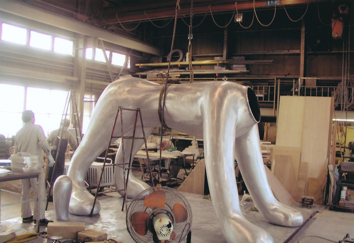 アルミ鋳物の巨大犬