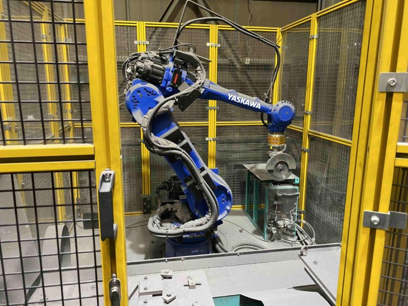 アルミ鋳造自動切断バリ処理機